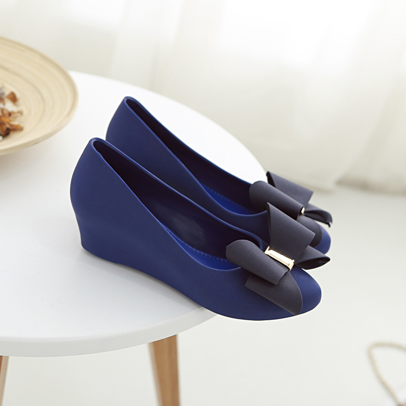 Women's fashion slopes sandals Sweet bow tie jelly shoes lady casual Garden shoes Soft comfortable sandals girl Beach shoes sweet girl s sandals with bow and velcro design