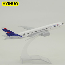 About 14.8CM 1:400 Boeing B737 Model Chile LATAM Airlines W Base Airbus Metal Alloy Aircraft Plane Collectible Display Model Toy 45cm resin air china airlines airplane model boeing 737 800 aircraft model b737 phoenix airways airbus aviation model toy b 5422