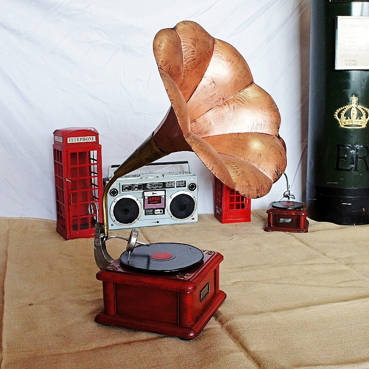 Antique tinplate gramophone record player model metal craft vintage home decoration accessories desktop shooting props