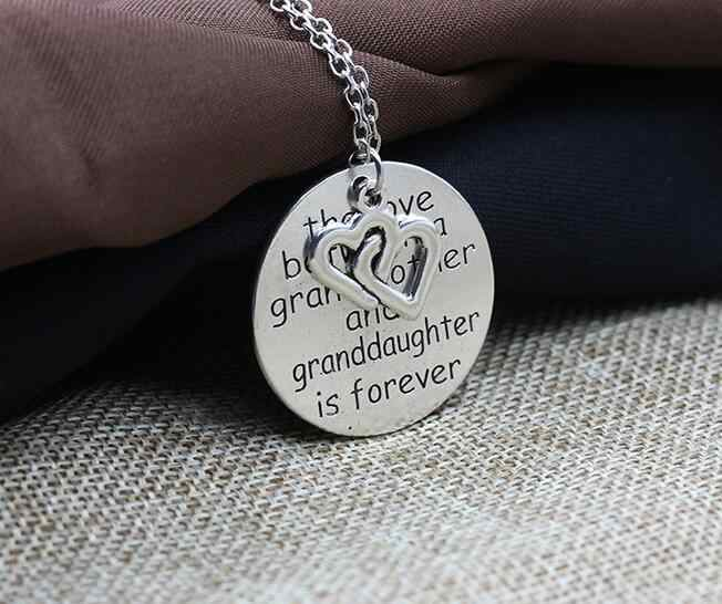 One ชิ้นแฟชั่นโบราณรอบยายตัวอักษร vintage love heart charms สร้อยคอ xy382
