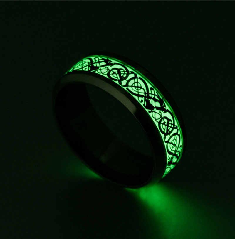 ส่องสว่างแหวนเงินเข้มมังกรทองฝังพื้นหลังสีเขียวแฟชั่นผู้ชายเรืองแสงเรืองแสงแหวน