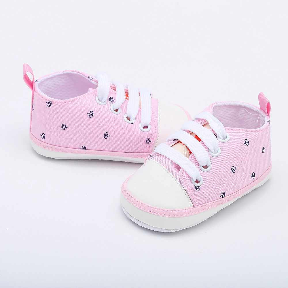 Recién nacido NiñoBebé Zapatos de bebéLos muchachos de las muchachasSuela suave Linda sólida con estampado de coronaCasualZapatos spor ayakkabı1 718