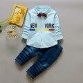 Baby Boy Ropa Set Letras Camisa de Traje Para La Boda Con Bowknot Jeans Pantalones 2 unids Ropa de Los Cabritos de Los Muchachos de la Ropa barato