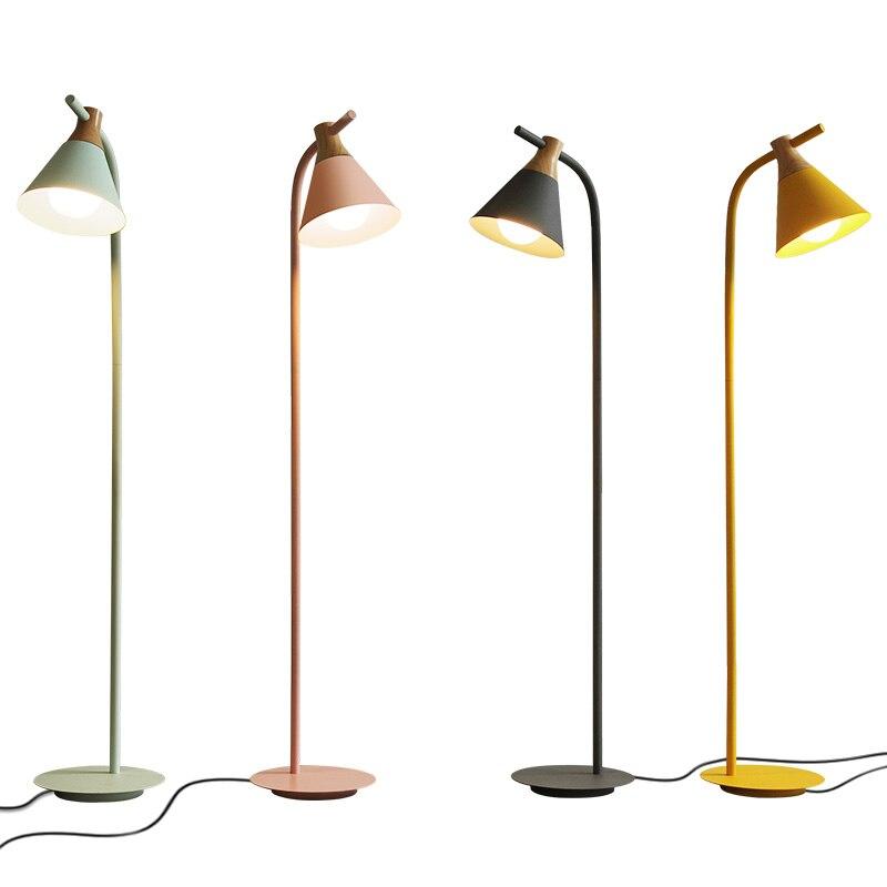 Nordique classique créatif lampadaire LED salon chambre bureau d'étude Macaron en fer forgé Vertical tapis sol lumières