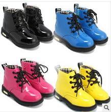 Garçons printemps chaussures Mode Bout Rond Doux En Cuir Verni Martin bottes Garçons Et Filles Dentelle Up Militaire hiver bottes pour enfants