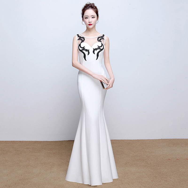 Ню в белом прозрачном платье фото 597-968