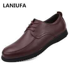 купить high quality Genuine Leather Casual Men Shoes Men Fashion Flats Round Toe Comfortable Office Men Dress Shoes man zapatos #922 по цене 2601.34 рублей