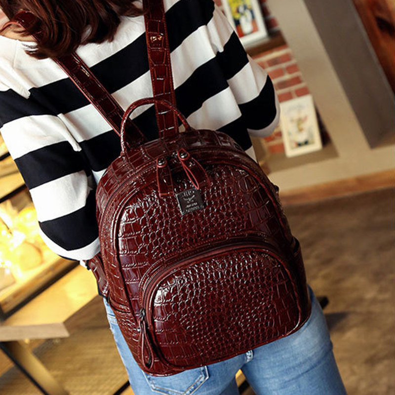 ФОТО All-match ladies backpack  women fashion embossed crocodile leisure travel bag red color soft leather ipad bag barbue bag