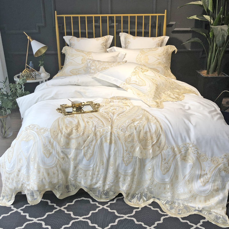 luxury Solid White 120S Egyeptian cotton Lace Royal Bedding sets Queen King Wedding Duvet cover Bed sheet set Pillowcases 4/6pcsluxury Solid White 120S Egyeptian cotton Lace Royal Bedding sets Queen King Wedding Duvet cover Bed sheet set Pillowcases 4/6pcs
