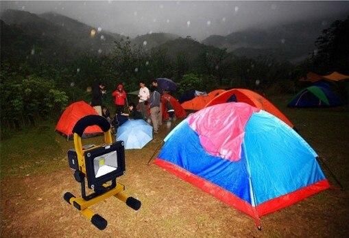 Projecteur de lumière d'inondation de LED Rechargeable de projecteur de 10 W projecteur extérieur portatif lumière de travail de Camping avec le chargeur de voiture de cc