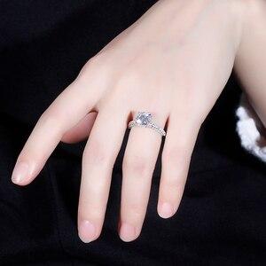 Image 4 - Transgems 14 585 ホワイトゴールドメイン 1.5ct 7.5 ミリメートル F カラーラウンドハロー下モアッサナイトの婚約指輪