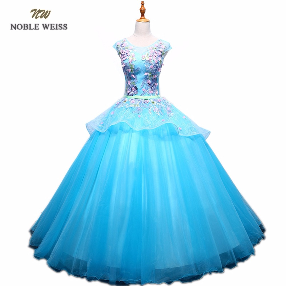 NOBLE WEISS Ball Gown Quincean...