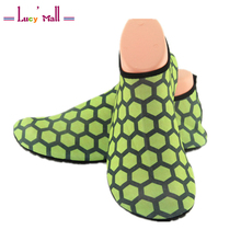 2017 Unisex Breathable Hive Pattern Aqua Shoes for Pradaria Beach Durable Rubber Barefoot Skin Shoes in Men's Casual Lightweight