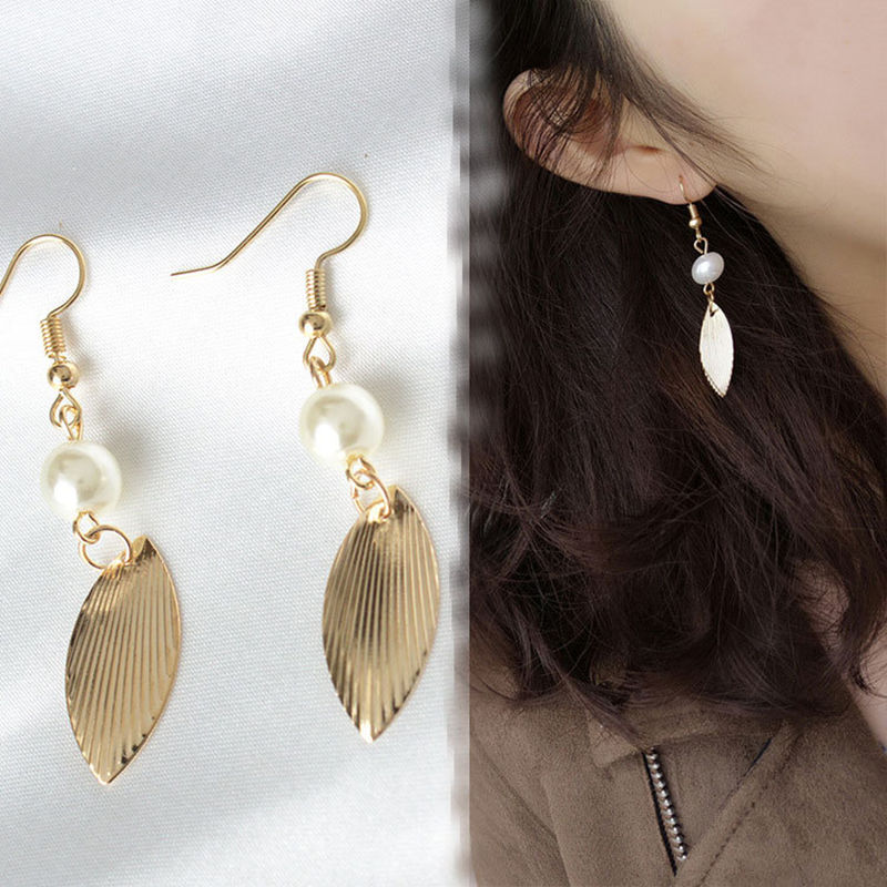 New fashion Europe and America simple wind retro gold leaf white imitation pearl earrings temperament retro female earrings in Stud Earrings from Jewelry Accessories