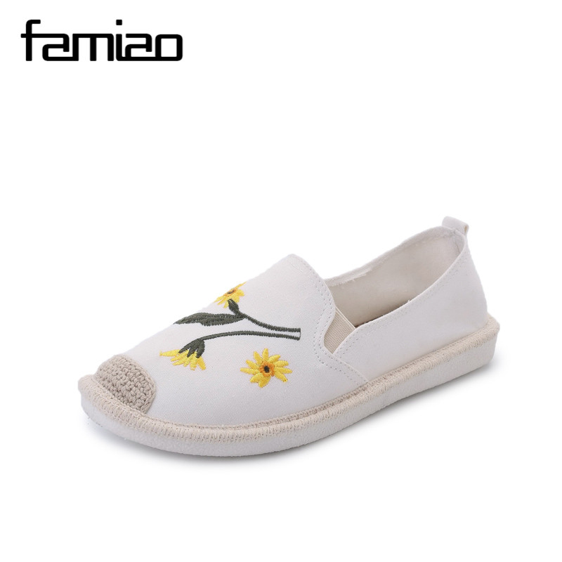 FAMIAO 2017 Embroidery flower  Woman Loafers Summer Korea Women Flats Shoes Slip on Braided Fisherman Shoes Woman Shoes