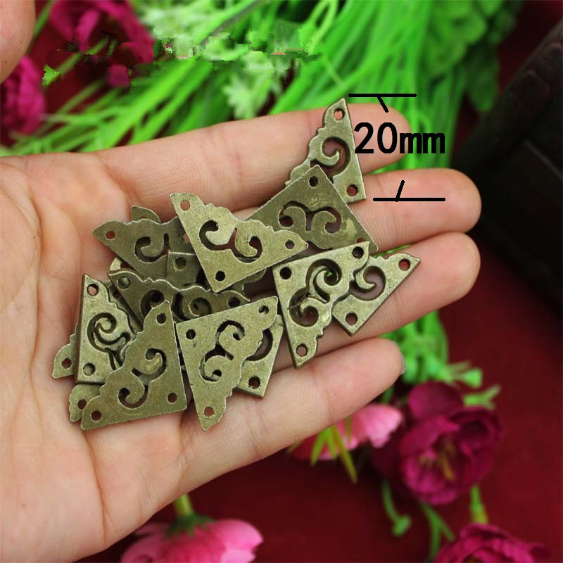цены на Zinc Alloy Triangle Flower Wraps Cabochon Ancient Bronze Flatback Metal Embellishments Scrapbooking For Wooden Box DIY,20mm,4Pcs в интернет-магазинах