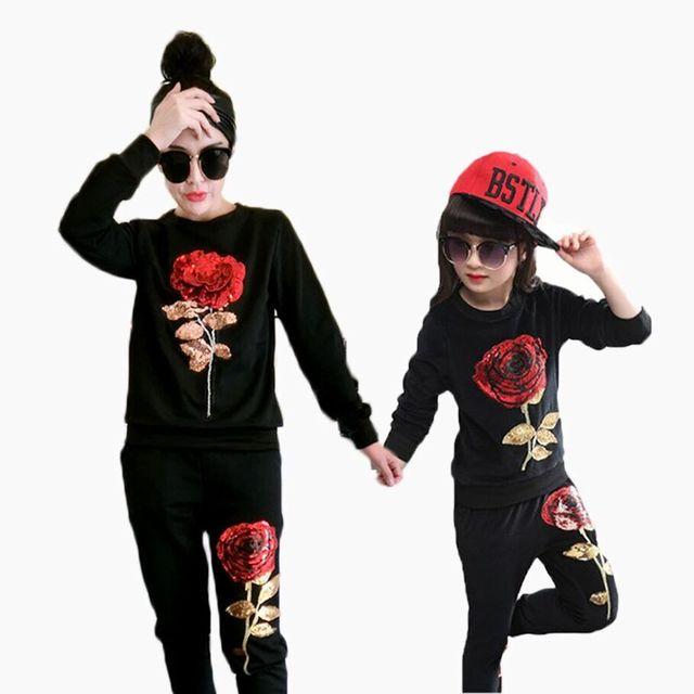 Mãe e Filha Roupas definir Manga Longa Elegante Floral Lantejoulas T-shirt + Pant 2 Pcs Família Roupas Combinando Olhar terno Outwear