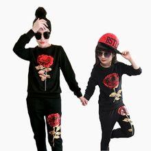 Maman et Fille Vêtements ensemble Élégant À Manches Longues Floral Paillettes T-shirt + Pantalon 2 Pcs Famille Vêtements Assortis Look de costume Outwear