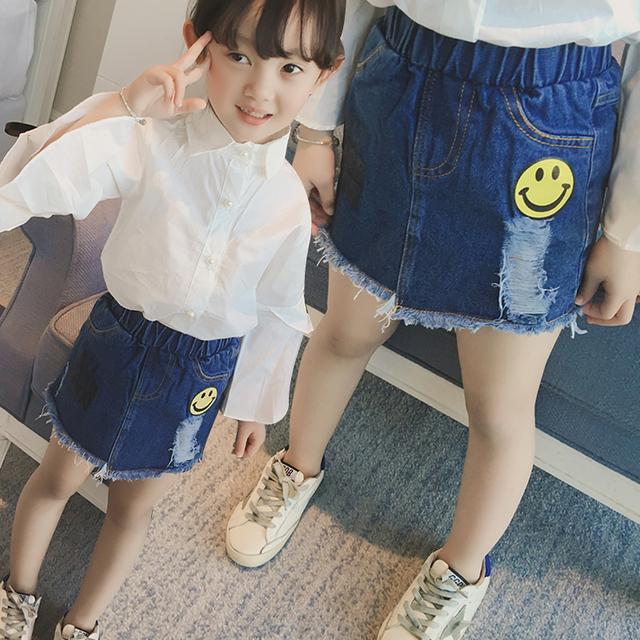 Nuevos 2017 Pantalones Vaqueros de Las Muchachas Faldas Falda de Mezclilla de Moda Niños Cara de La Sonrisa Del Bebé Niño Letras Falda Primavera Verano Ropa de Los Niños, 2-7Y