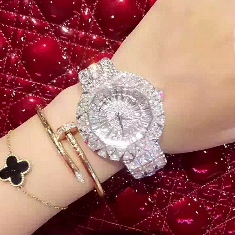 2017 ny stil! Toppkvalité Kvinnor Klockor Lyx Stål Full Rhinestone Armbandsur Lady Crystal Klockor Kvinnor Quartz Watch