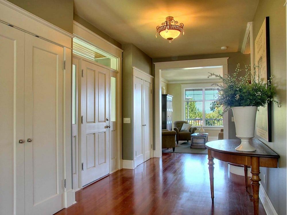 2017 New Style Shaker Square Profiles Highly Durable Solid Wood Door Paint Grade Interior Wood Door Bedroom Doors ID1606019