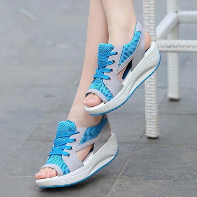 2016 Moda Verão Mulheres Sandálias Esporte Malha Respirável Sapatos Casuais das Mulheres Confortáveis Cunhas Sandálias Plataforma Rendas Sandálias