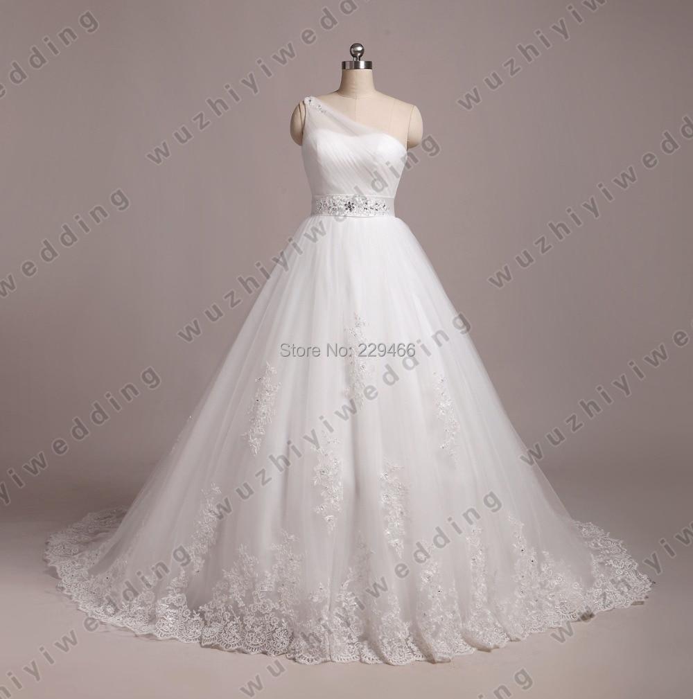 White One Shoulder A Line Wedding Dress Pleated Designer Vintage Lace Flowy Wedding Dress