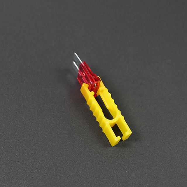 Convenient Plastics Car Fuse Clip Use For Autos Insert fuse Small Mideum S M Size