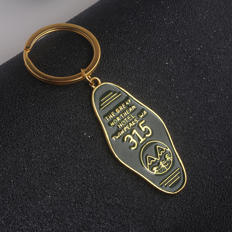 Twin Peaks The Great Northern Hotel Room 315 Keychain Gold Letter Logo Key Chain Green Enamel Metal Keyring Women Men Jewelry