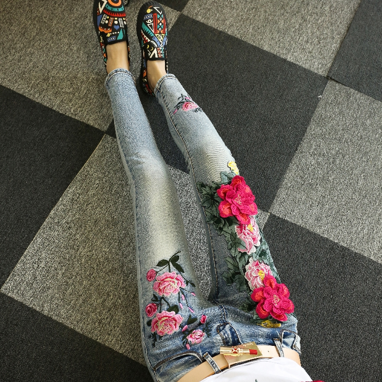 KL1209 Fashion female high-end peony payyern jeans with embroidery women mid waist skinny denim jeans summer women fashion high waist embroidery flower denim tassel jeans shorts female floral shorts jeans for women dx8299