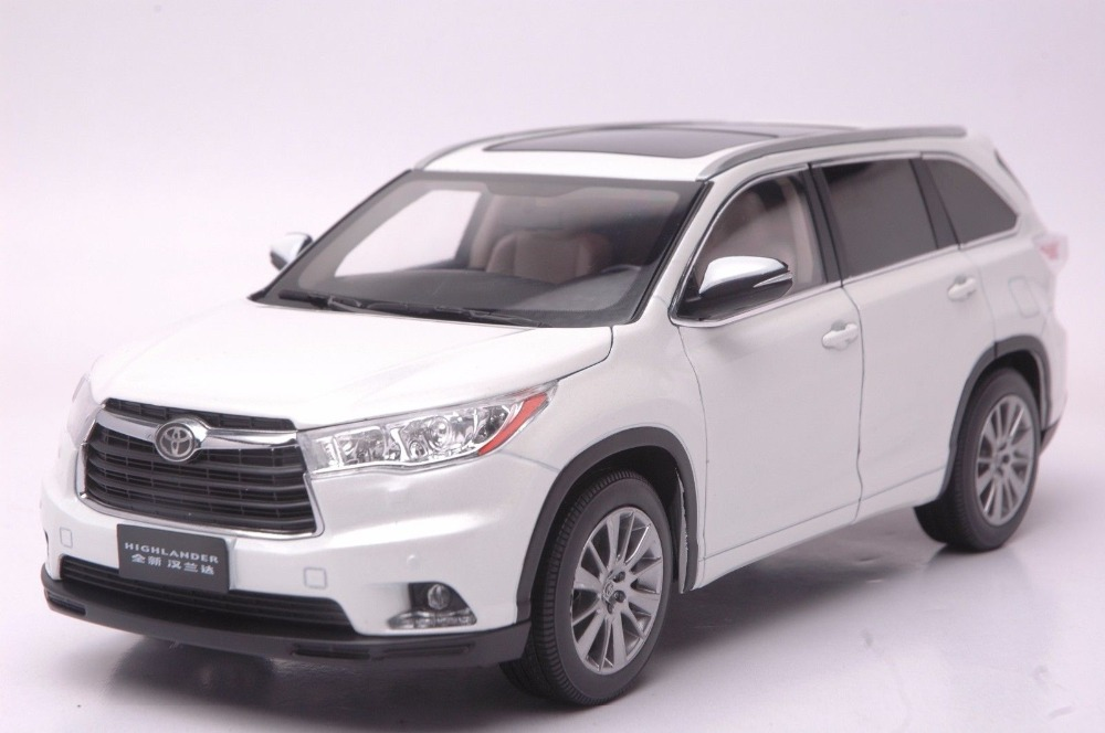 1:18 Diecast Model for Toyota Highlander 2015 White SUV Alloy Toy Car Collection new 1 18 infiniti q50 q50s 2015 white diecast model cars hot selling alloy scale models limited edition