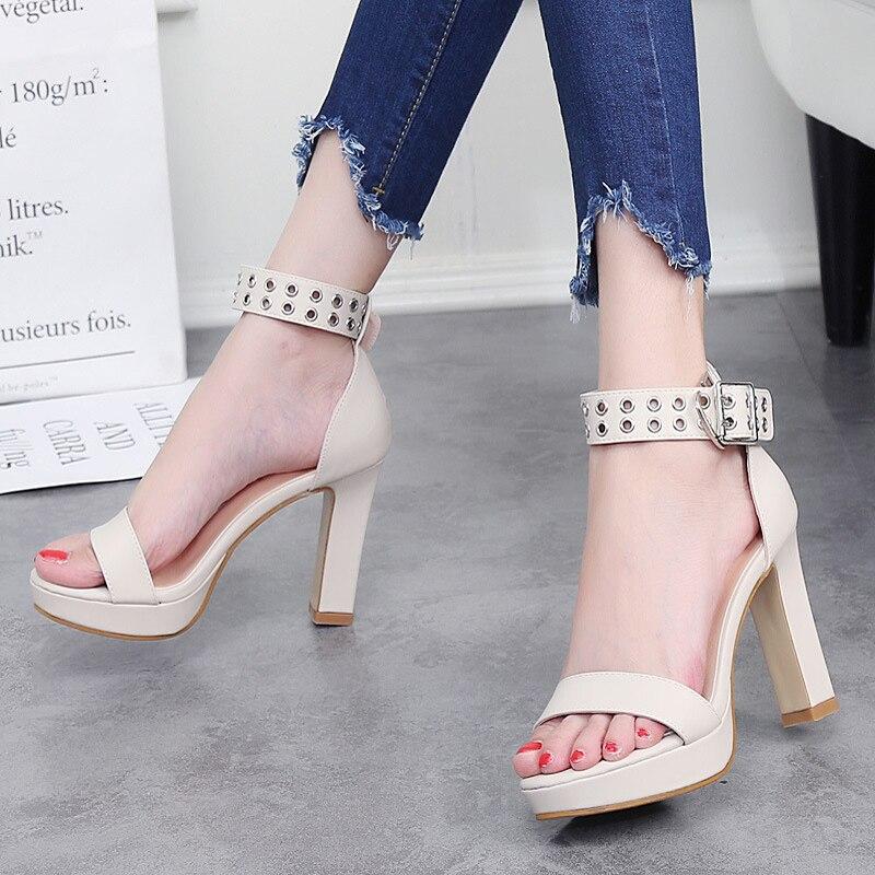 Toy ซม. รองเท้าสตรีรองเท้าสตรีปั๊มหนังแฟชั่นผ้าพันคอโลหะตกแต่งข้อเท้าปั๊มส้นสูง Word