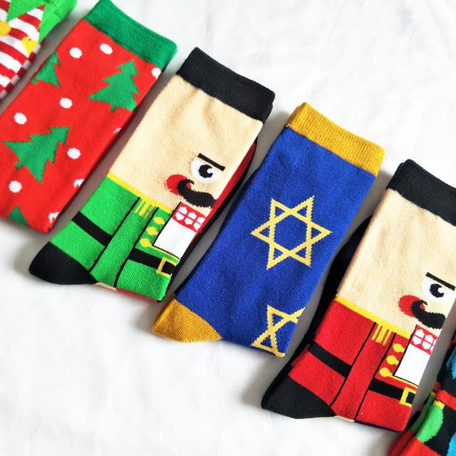 CHAOZHU Fresh New 2018 Xmas Gift Socks Men Striped Christmas Tree Santa Claus Character Crew Jacquard Men Fancies Fashion Socks