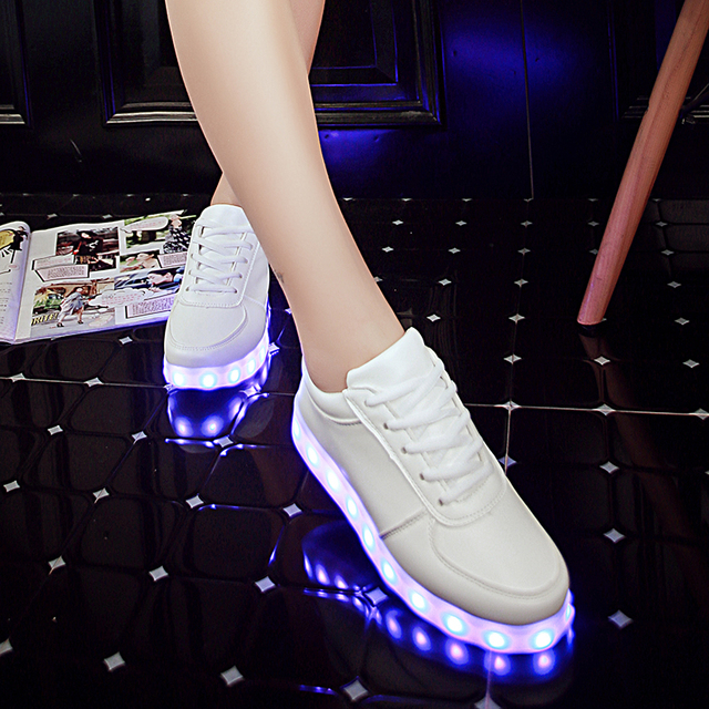 2016 Взрослых Обувь Способа сид СИД Высокого качества Обувь Мужчины С красочные Световой Light Up Унисекс Плоский Белый Серебро в Полночь