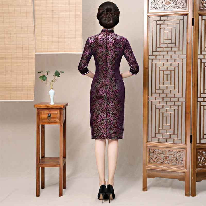 2019 Autumn Velvet Chinese Style Mother Dress Vintage Chinese Women Floral  Beaded Qipao Slim New Cheongsam Lady Plus Size M 4XL-in Cheongsams from  Novelty ... 8cd1a7149b62
