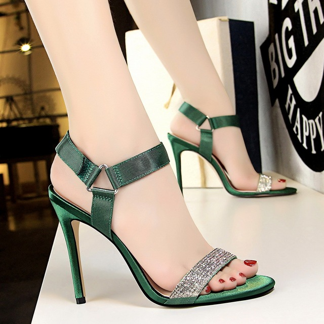 20a73274237d  2018 New European Fashion Banquet High-heeled Sandals High Heels Pumps  Crystal Sexy Sandal Thin Heel Women s Shoes