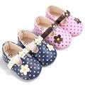 Dulce de La Princesa del bebé zapatos de las muchachas niños zapatillas de suela blanda infantil del pesebre zapatillas chaussures puntos blancos niños mocasines de Cuero