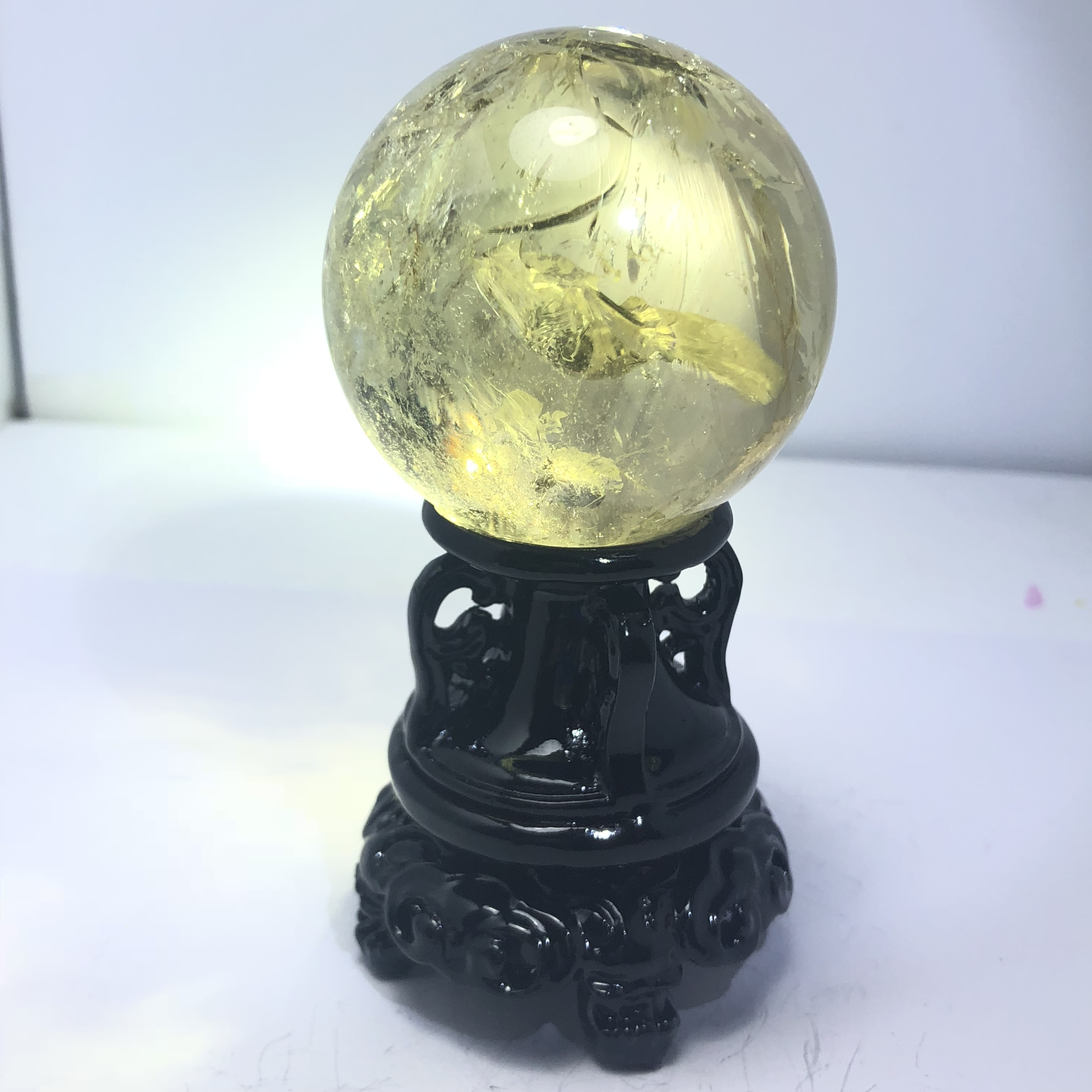 High class beautiful natural yellow crystal ball for feng shui decoration or as a gift