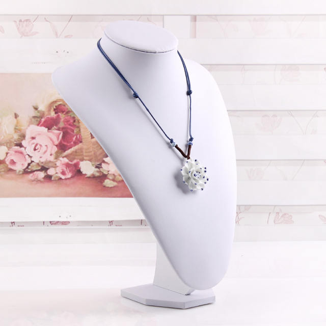 Fashion New Design White 1 Pc Necklace Pendants Mannequin Holder Jewelry Pendants Stand Display Shelf Frame For Women Lady