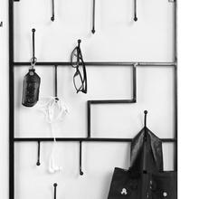 Вешалка из кованого железа ключ. Вешалка для одежды