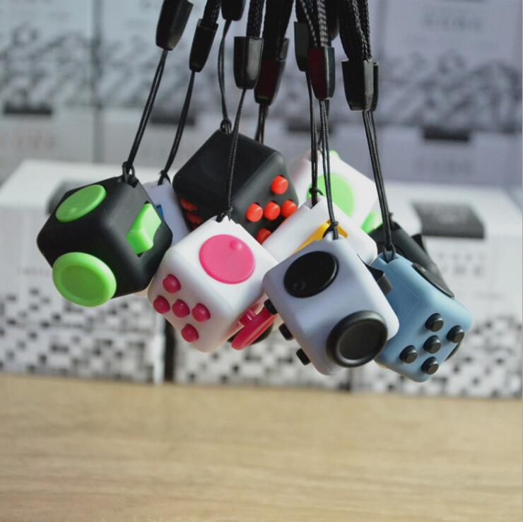Mini Fidgeted Cube Vinyl Desk Toy Keychain Squeeze Fun Stress Reliever 2.2cm 11 Colour Click Glide Flip Spin Breathe Roll