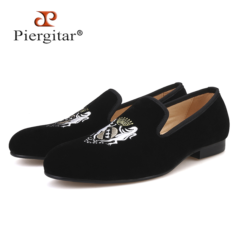 Piergitar 2018 Four colors Fashionable embroidery Men Velvet Shoes Plus Size men Loafers wedding and party male casual shoes fashionable men s casual shoes with engraving and tassels design
