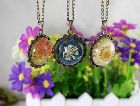 2pcs 25mm real flower pendant necklacebotanical necklace nature 2pcs 25mm real flower pendant necklacebotanical necklace naturereal daisy encased in resinpressed flower jewelry in pendant necklaces from jewelry mozeypictures Choice Image