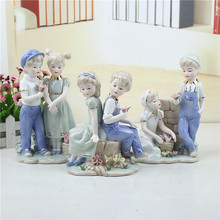 European Antique Porcelain Couple Sculpture Ceramic Lovers Statue Gift and Craft Ornament for Art Collection and Home Decoration