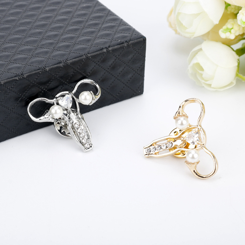 Human body maternal uterus modeling brooch creative badges pin sexy brooch fine clothing jewelry in Brooches from Jewelry Accessories