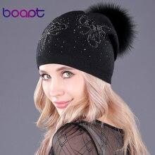 d25ff5832edd0 [Boapt] kelebek desen gerçek doğal rakun kürk şapka için kadın kaşmir örme  kabarık ponpon kış skullies beanies caps