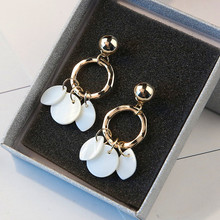 Bohemia exquisite Earrings Jewelry temperament elegant all-match short shell Tassel Metal + natural Fashion Earri