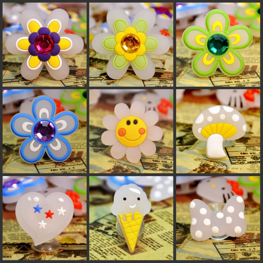 4pcs/lot PVC Shoes Charms Color Change Follow The Light Newly Flower Smile Lovely  Shoes Accessory Croc JIBZ For Kids Party Gift