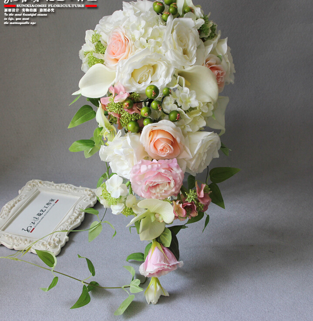 2018 Real Photo Ivory Western Wedding Bridal Bouquet Dripping Flowers Bridal Bouquet Waterfall Brooch Buque De Noiva Artificial