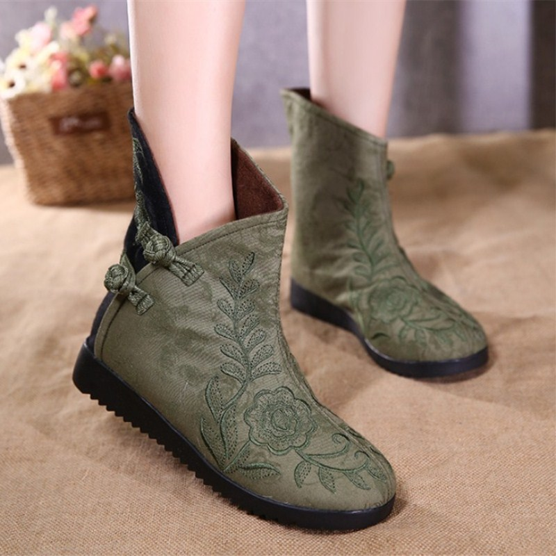 цена на The new size (35 - 40) Chinese genuine wind Folk Style Embroidered Cotton Women's boots embroidered old Beijing cloth shoes